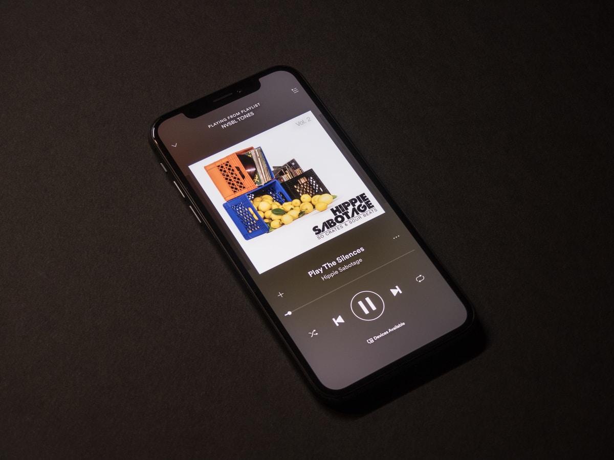 Ahora puedes escuchar música de Spotify dentro de la app de Facebook